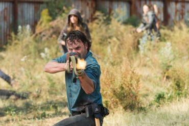 Escena de The Walking Dead Temporada 7 Episodio 16, protagonizada por Andrew Lincoln (Rick Grimes), Norman Reedus, Melissa McBride