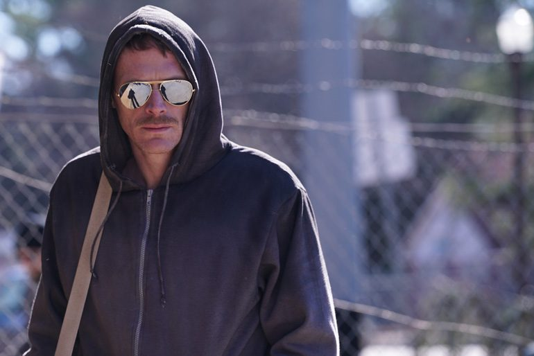 Escena de Manhunt: Unabomber protagonizada por Sam Worthington y Paul Bettany