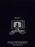 Poster de Poltergeist de 1982, película protagonizada por JoBeth Williams, Heather O'Rourke, Craig T. Nelson