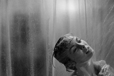 Escena de Psicosis en el documental 78/52 revisando la película de Alfred Hitchcock