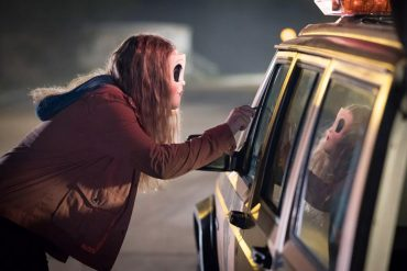 The Strangers Prey at Night protagonizada por Christina Hendricks, Martin Henderson, Bailee Madison y dirigida por Johannes Roberts