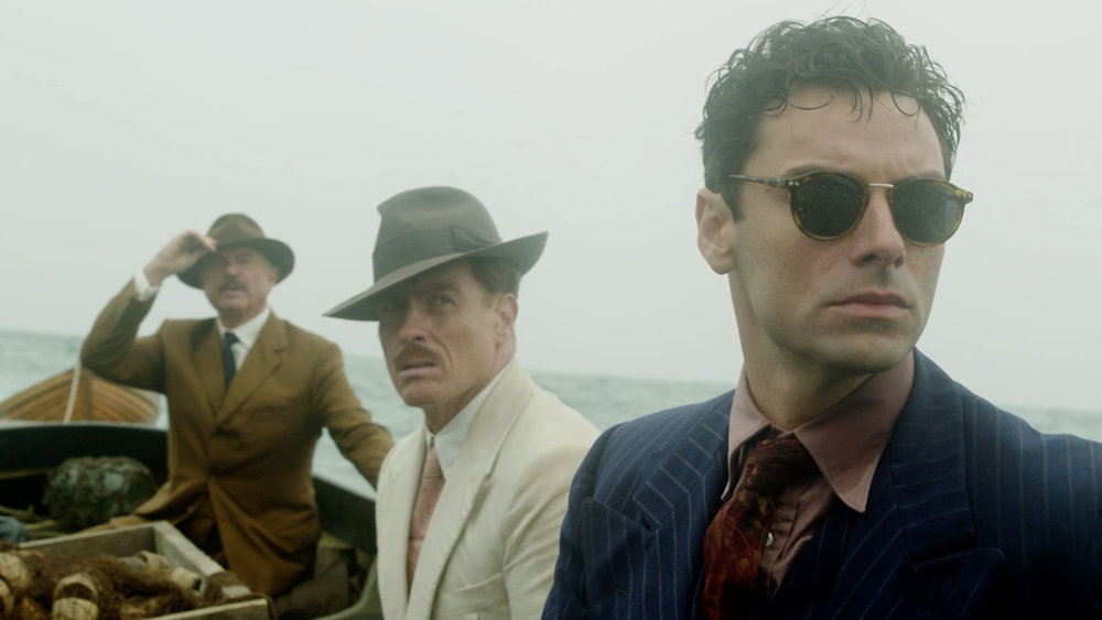 Aidan Turner interpreta a Philip Lombard en And then there where none, miniserie basada en la novela de Agatha Christie