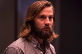 Escena del thriller The Invitation protagonizado por Logan Marshall-Green
